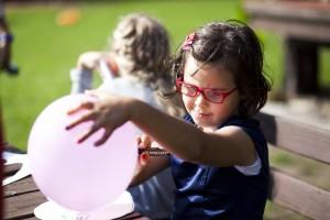 Wykorzystujemy podejście eklektyczne pracy z dziećmi, ponieważ chcemy utrzymać je w pełnej aktywności i ochronić przed nudą, która jest największym wrogiem efektywnego procesu nauczania.